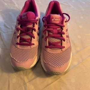 Girls ASICS runners new